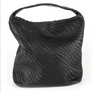 BLACK LEATHER HOBO BAG W. A BASKET WEAVE EXTERIOR